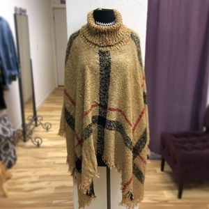 Sweaters - Adorable poncho